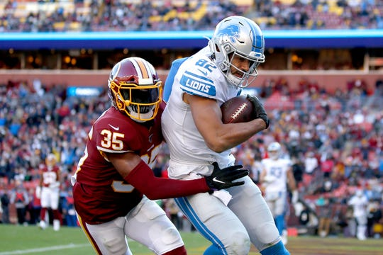 Detroit Lions tight end Logan Thomas scores a touchdown on a pass from quarterback Jeff Driskel.