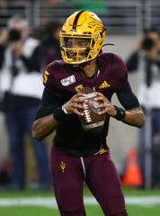 Arizona State Sun Devils quarterback Jayden Daniels (5) looks to throw against the Oregon Ducks in the second half during a game on Nov. 23, 2019 in Tempe, Ariz.