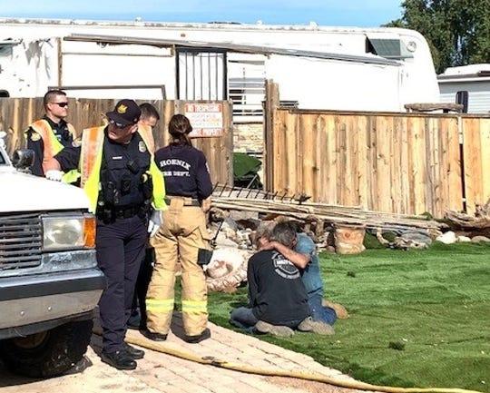 1 dog dies, 2nd dog survives Phoenix mobile home fire