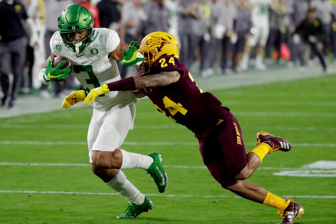 Oregon senior Johnny Johnson (3) is expected to be Tyler Shough's No. 1 wide receiver this season.