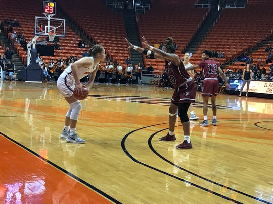 Arina Khlopkova surveys the defense behind New Mexico State's Gia Pack Saturday night at the Don Haskins Center