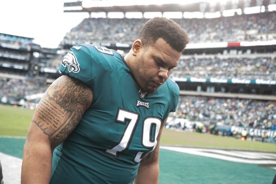 Eagles' Brandon Brooks (79) heads towards the locker room with an illness in the first quarter Sunday at Lincoln Financial Field.