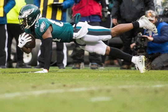Eagles' Greg Ward (84) dives out after making a reception Sunday against the Seahawks.