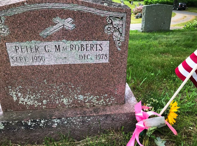The grave of Peter MacRoberts.