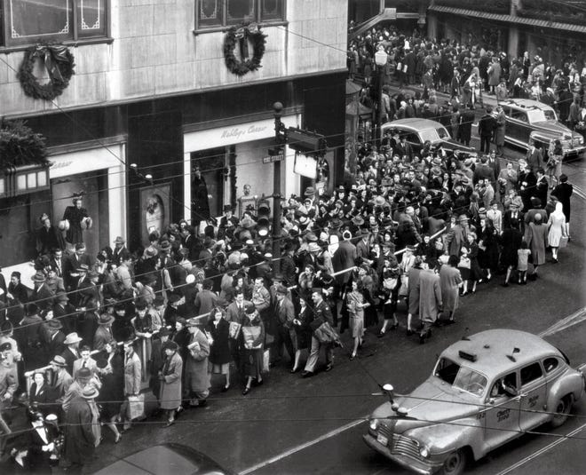 NOVEMBER 29, 1946: Holiday shoppers downtown Cincinnati.