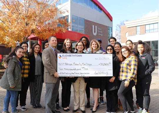 Christie McMullen, Elizabethtown Gas president and Lauren Hurtt, Elizabethtown Gas Government Affairs representative, presented a $10,000 check to Douglas Rouse, Union County College Foundation executive director; Dr. Margaret McMenamin, Union County College president and students.