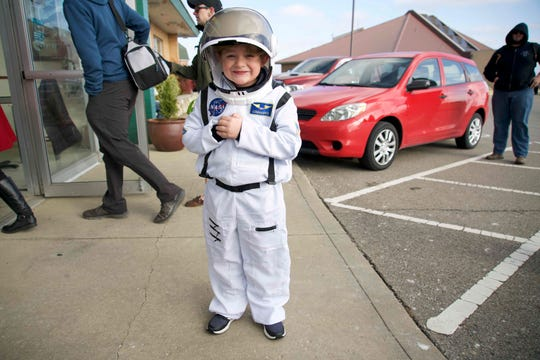 """Chase Orton said he was """"freez-y"""" and doubted seeing the plane land would be worth the wait. He was more excited about meeting an astronaut."""