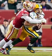 epa08023422 Green Bay Packers quarterback Aaron Rodgers (R) gets sacked by San Francisco 49ers defensive end Arik Armstead (L) during the first half of the NFL American Football game between the Green Bay Packers and San Francisco 49ers at Levi's Stadium in Santa Clara, California, USA, 24 November 2019.  EPA-EFE/JOHN G. MABANGLO