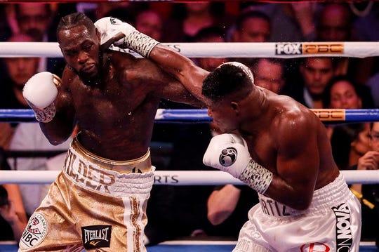 """El cubano Luis """"King Kong"""" Ortiz no pudo con la mano derecha de Deontay Wilder."""