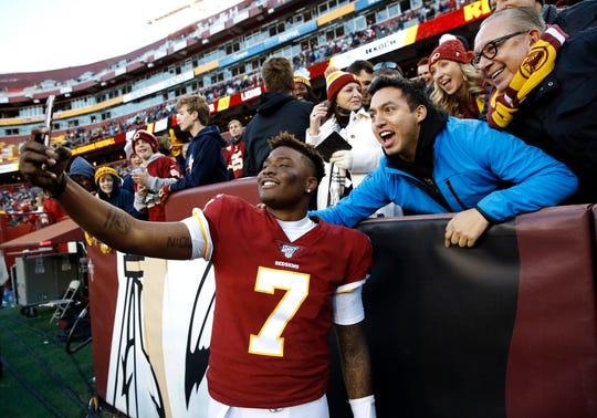 Redskins quarterback Dwayne Haskins takes selfies with fans.