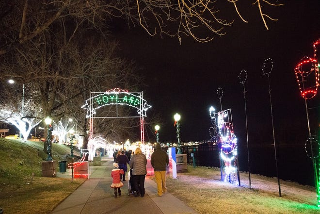 The new Christmas Light Run gives you and your family a unique opportunity to run or walk through Christmas on the Cumberland and support Clarksville's popular light display.