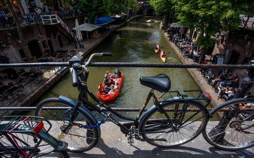Utrecht's wharfs.