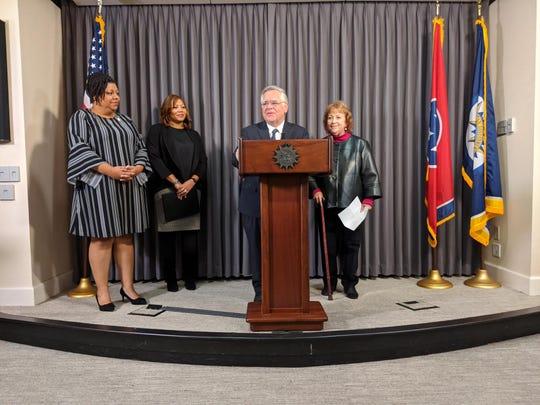 Nashville Mayor John Cooper announces his commitment to mid-year teacher raises.