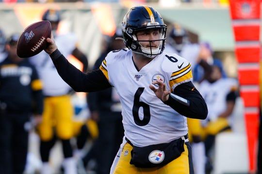 El novato quarterback de los Steelers de Pittsburgh Devlin Hodges en el juego del domingo 24 de noviembre ante los Bengals.
