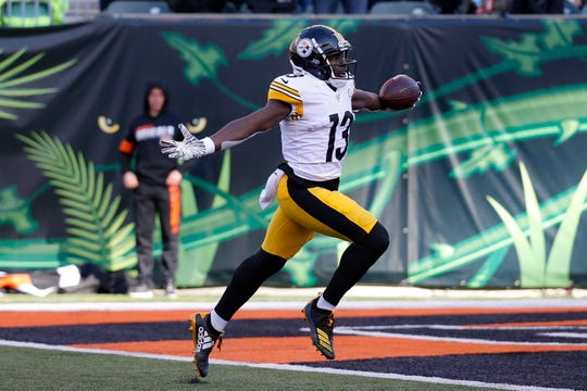 Pittsburgh Steelers wide receiver James Washington (13) runs for a touchdown during the second half against the Cincinnati Bengals, Sunday, Nov. 24, 2019, in Cincinnati.