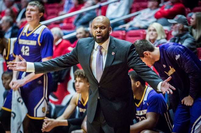 Billy Wright had rejoined Ball State men's basketball's coaching staff. Now, he's returning to high school coaching.