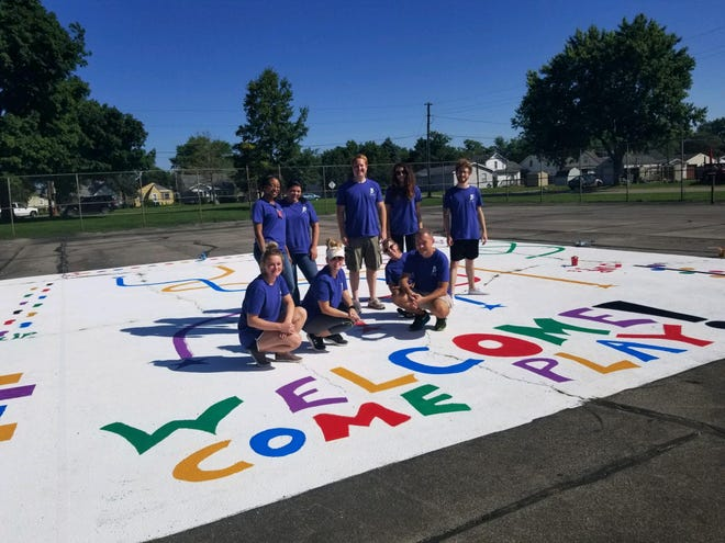 Team members from IU Health Ball Memorial Hospital of team members painted at Thomas Park for their 2018 Day of Service
