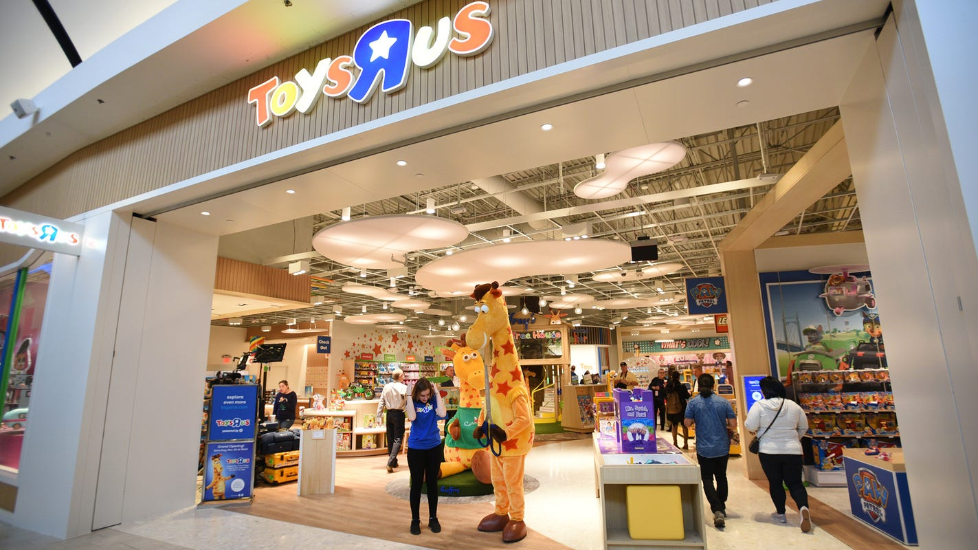 Toys R Us Opens Country S First New Store In Paramus Nj