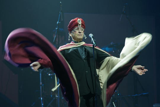 """Broadway veteran Sal Mistretta does his best Norma Desmond impression, performing """"With One Look"""" from """"Sunset Blvd."""" in 2017's """"Twisted Broadway"""" fundraiser."""