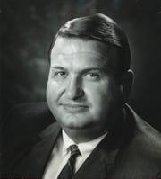 A portrait of former Mayor Lee Everhart.