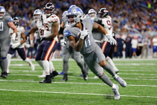 Detroit Lions wide receiver Marvin Jones scores on a 8-yard reception in the first half.