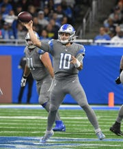 Lions quarterback David Blough scrambles out of trouble and throws a completed pass to Kenny Golladay in the first quarter.