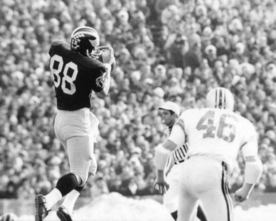 Tight end and co-captain Jim Mandich catches a pass against Ohio State during the 1969 encounter.