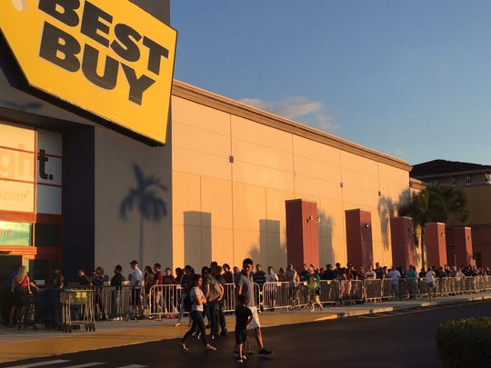 Holiday shoppers line up at the Best Buy near Page Field in Fort Myers just after the store's 5 p.m. opening on Thursday, Nov. 28, 2019. This year's holiday shopping season is the shortest since 2013.