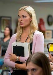 "Kate McKinnon plays a Fox News producer afraid to help a colleague (Margot Robbie) in ""Bombshell."""