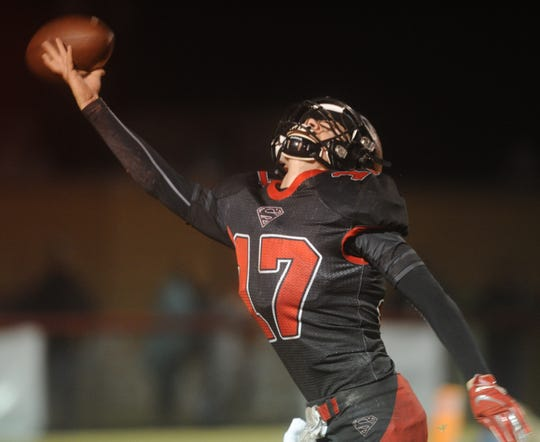 Strawn's Luke Eli attempts a one-handed catch against Gordon in the Region III-1A Division II final Thursday, Nov. 28, 2019, at Hico Tiger Stadium.