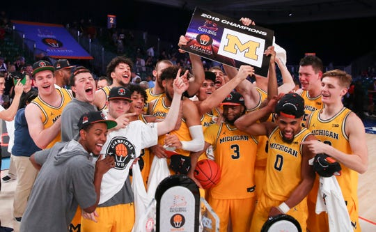 Michigan celebrates winning the Battle 4 Atlantis tournament over Gonzaga in the Battle 4 Atlantis final in Paradise Island, Bahamas on Friday, Nov. 29, 2019.