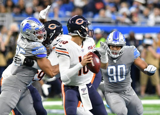Lions defensive end Trey Flowers (90) and Lions defensive end Romeo Okwara (95) try to get to Bears quarterback Mitchell Trubisky (10) in the first half.