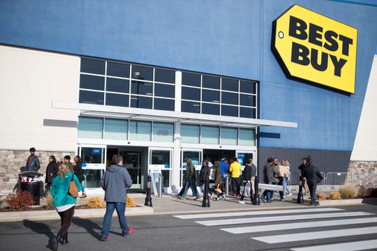 Shoppers come and go from Best Buy at the Christiana Fashion Center on Black Friday.