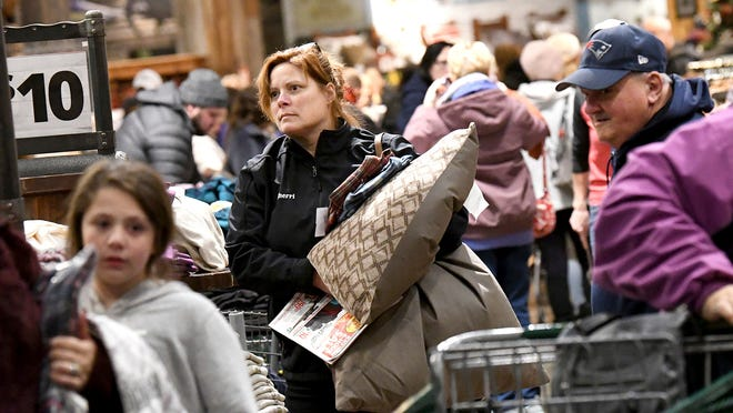 Black Friday 2019 Shoppers Head To Stores Friday Searching For Deals