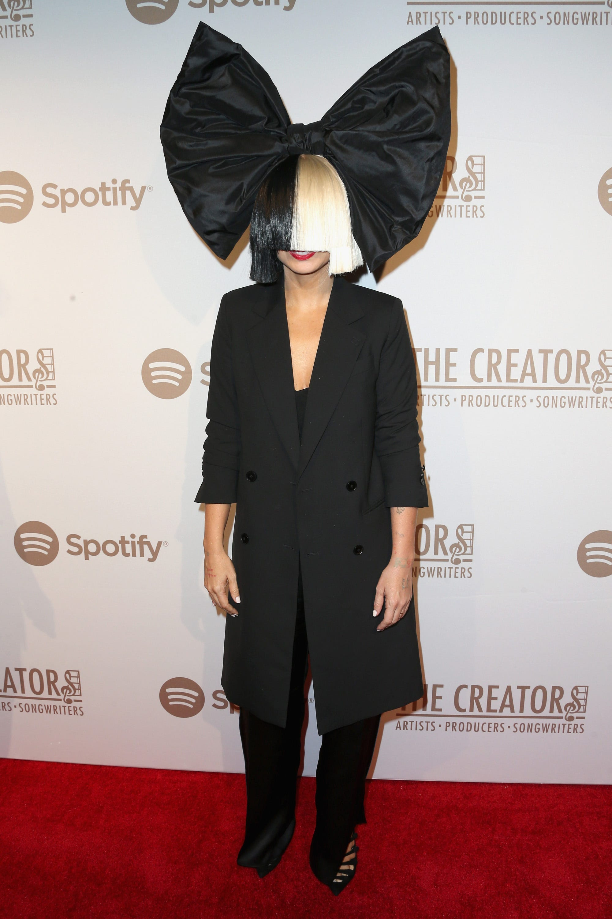 Sia reveals she  just adopted a son,  says she doesn t  have time for a relationship