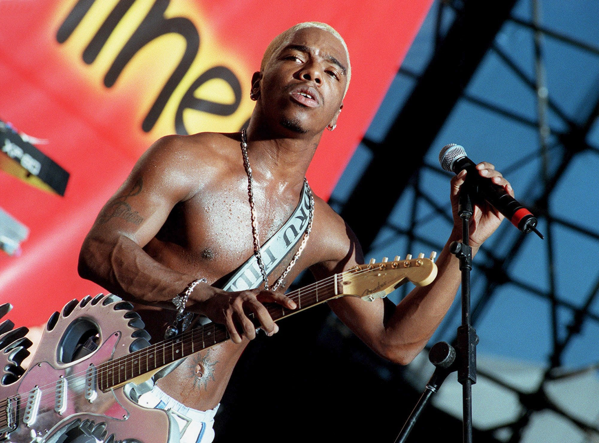 Sisqo (given name: Mark Andrews) onstage during the' 90s heyday of Dru Hill.