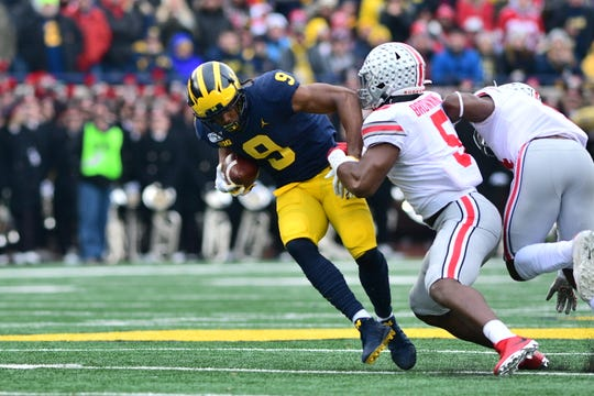 Michigan's Donovan Peoples-Jones runs after a catch in the first half.