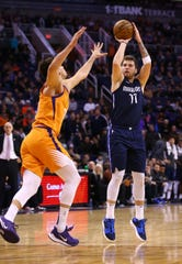Dallas Mavericks forward Luka Doncic (77) shoots a jumper over Phoenix Suns forward Dario Saric (20) in the second half on Nov. 29, 2019 in Phoenix, Ari