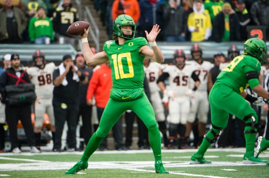 Oregon Ducks quarterback Justin Herbert (10) throws a pass during the first half against the Oregon State Beavers at Autzen Stadium.