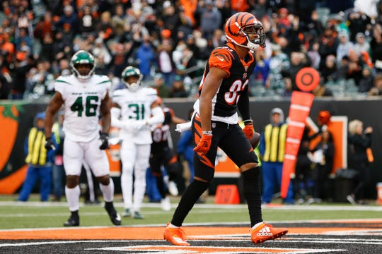 Bengals wide receiver Tyler Boyd scores a touchdown during the first half against the Jets on Sunday.