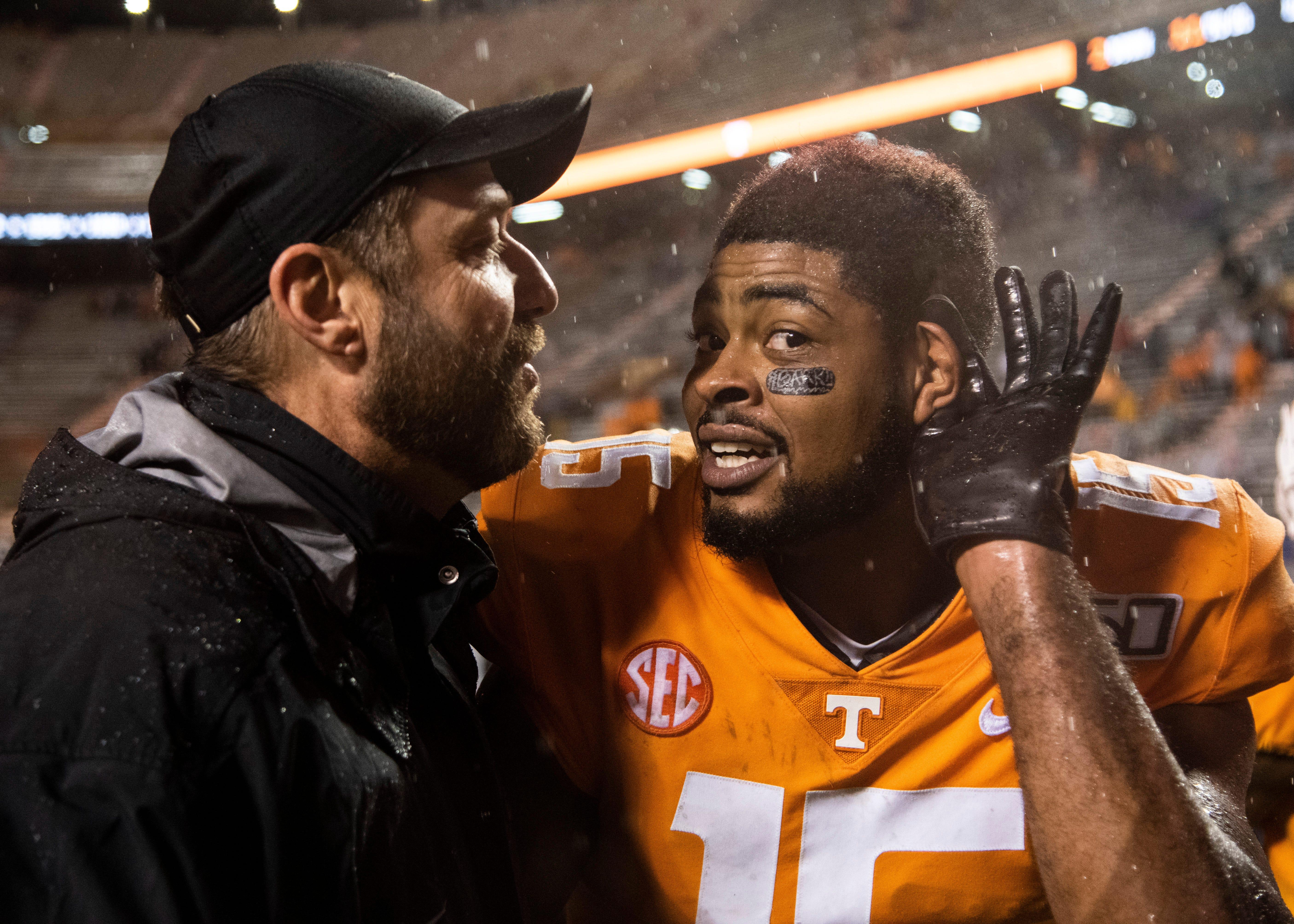 Tennessee's Jauan Jennings steps on face of Vanderbilt player after sideline collision