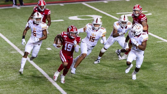 Jamal Bell runs the ball as the Louisiana Ragin Cajuns take on the ULM Warhawks.  Saturday, Nov. 30, 2019.
