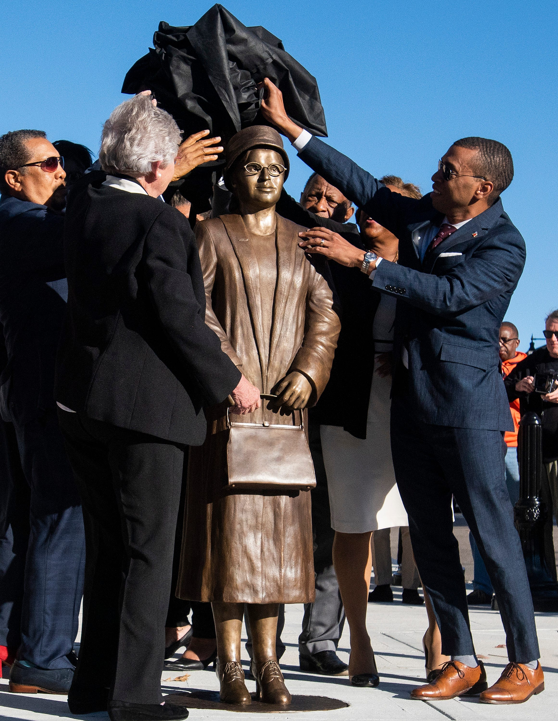 Rosa Parks statue unveiled on anniversary of arrest