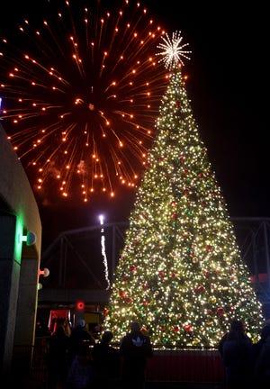Rockets Lighting Of Christmas Tree 2020 Shreveport Bossier holiday 2020 events: Trail of lights, Sno Port