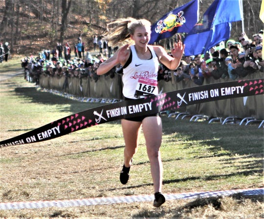 Katelyn Tuohy wins 2019 Nike Cross New York Championship National qualifier.