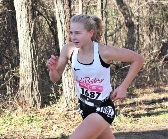 Katelyn Tuohy, two-time Nike Cross Nationals girls champion, en route to winning the 2019 Nike Cross New York Nationals qualifier