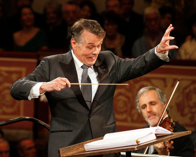 This file photo taken Jan.1, 2012 shows Latvian conductor Mariss Jansons conducting the Vienna Philharmonic Orchestra during the traditional New Year's Concert at Vienna's Musikverein.