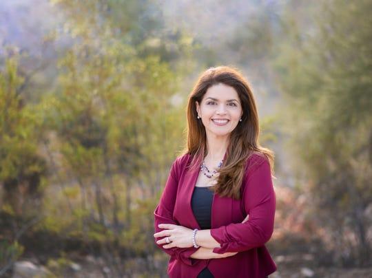 Fotografía de archivo cedida por la campaña electroal de la demócrata Regina Romero que hizo historia este lunes al juramentarse como la primera mujer latina alcaldesa de Tucson, la segunda ciudad más grande de Arizona.