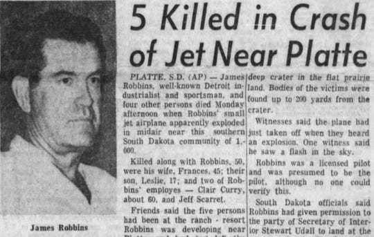 An Associated Press article published in the Argus Leader about a deadly plane crash that killed five near Platte.