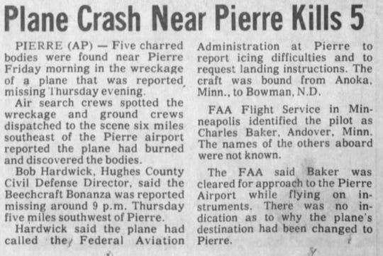 Associated Press article published in the Argus Leader about five killed in a plane crash near Pierre in 1975.